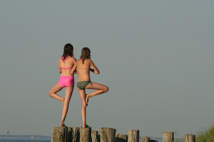 If you're very good at keeping your balance, like this two girls, you're surely more immune to virtual sickness