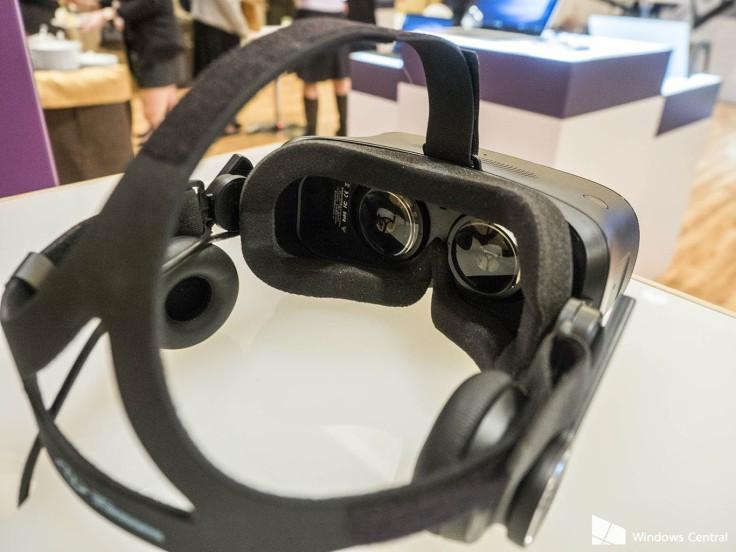 Microsoft Windows 10 virtual reality headset